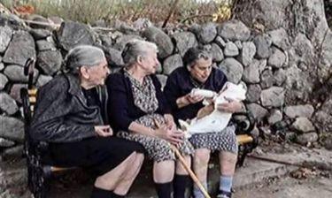 Συγκλονίζει η γιαγιά που τάισε το προσφυγόπουλο: Δεν θέλω το Νόμπελ Ειρήνης - Να δοθεί στη Λέσβο