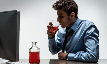 Κοκκινίζετε μετά την κατανάλωση αλκοόλ; Δείτε από τι κινδυνεύετε