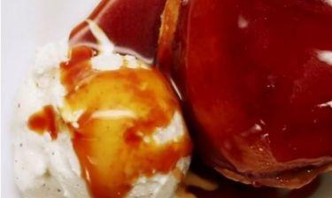 Τάρτα με καραμελωμένα μήλα και σφολιάτα (βίντεο)