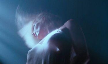 Η Kim Basinger ανακαλύπτει ξανά το σεξ στο sequel του Πενήντα Αποχρώσεις του Γκρι