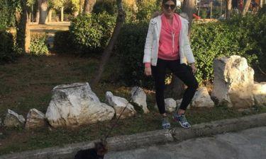 Σταματίνα Τσιμτσιλή: Στις κούνιες με το σκυλί και τις κορούλες της! (φωτό)