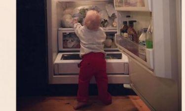 Ο 11 μηνών γιος της άνοιξε το ψυγείο για να φάει. Δείτε τι διάλεξε!