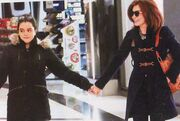 Μιμή Ντενίση: Με τη κόρη της για ψώνια
