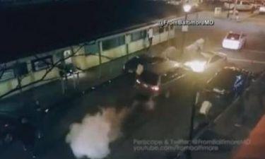 Οδηγός σε αμόκ παρασύρει ανθρώπους κι αυτοκίνητα