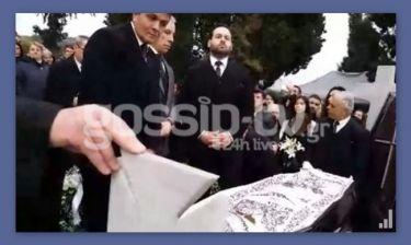 Απίστευτο! Ο παπάς που κήδεψε τον πατέρα της Πάολα έβαλε φωτό και βίντεο στο facebook!