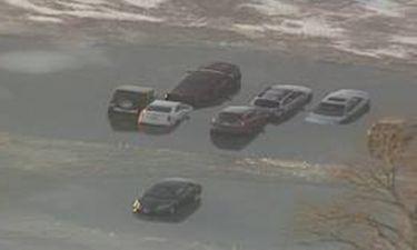 ΗΠΑ: Παγωμένη λίμνη «κατάπιε» δεκάδες αυτοκίνητα