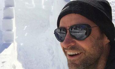 Hugh Jackman: Μετά την επέμβαση για αφαίρεση καρκινικού ιστού πήγε στα… χιόνια