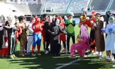 Ποδοσφαιριστές έκαναν προπόνηση ντυμένοι… μασκαράδες!