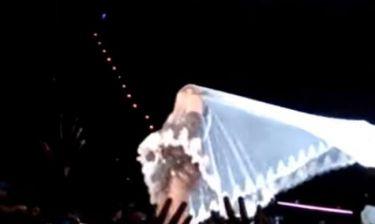Madonna: Έγινε πάλι ρεζίλι - Παραλίγο το πέπλο να την ρίξει κάτω!