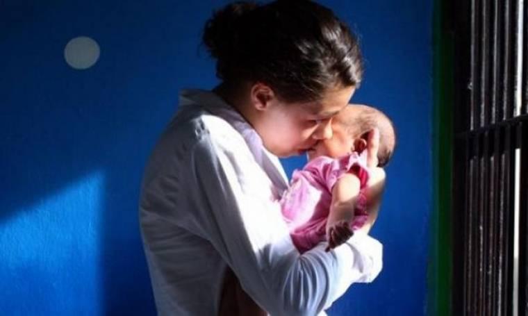 «Κανένα μωρό σε κελί »- Καμπάνια για την κατάργηση της κράτησης των κηδεμόνων βρεφών και νηπίων