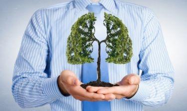 Οι τρεις παράγοντες που γερνάνε τα πνευμόνια σας
