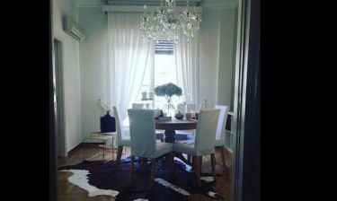 Ποιος Έλληνας της σόουμπιζ μας «ξεναγεί» στο σπίτι του;