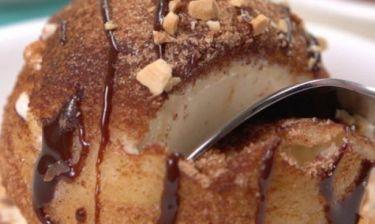 Τραγανό τηγανιτό παγωτό με σοκολάτα και καρύδια! (βίντεο)