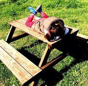 Η Αέλια κάνει ηλιοθεραπεία και η Καραβάτου τη φωτογραφίζει