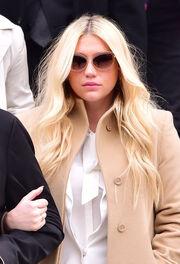 Kesha: Το δικαστήριο αποφάσισε να συνεχιστεί η συνεργασία της με τον παραγωγό της που την βίαζε