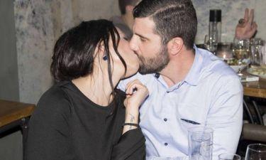 Τα «καυτά» φιλιά του Βισκαδουράκη με την σύζυγό του