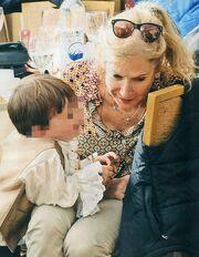 Γιώργος και Άννα Νταλάρα: Βόλτα με τα εγγόνια τους