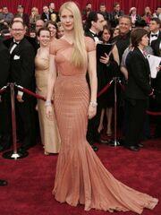 Oscars 2016: Οι τοπ εμφανίσεις της Gwyneth Paltrow στο κόκκινο χαλί στο πέρασμα των χρόνων