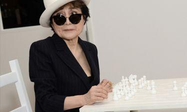 Εσπευσμένα στο νοσοκομείο η 83χρονη χήρα του John Lennon!