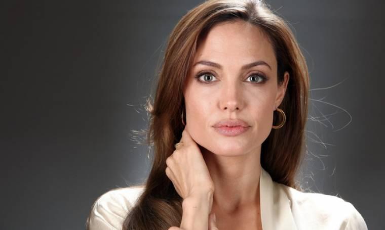 Όσκαρ: Δείτε την Angelina Jolie στην πρώτη της εμφάνιση στο Κόκκινο Χαλί των Oscars!