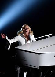 Όσκαρ 2016: Συγκλόνισε η Lady Gaga! Στη σκηνή με θύματα σεξουαλικής επίθεσης!