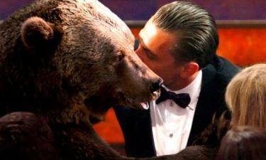 Όσκαρ 2016:  Το highlight της βραδιάς - Ο Di Caprio φίλησε την αρκούδα πριν πάρει το βραβείο