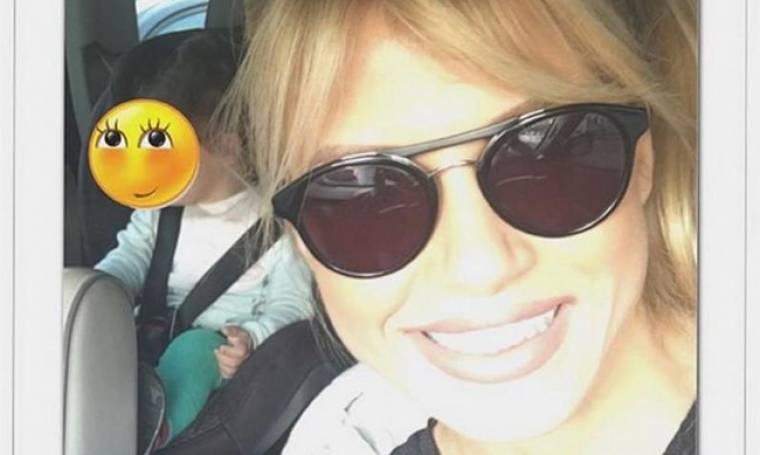 Σάντυ Κουτσοσταμάτη: Η selfie  με την κόρη της μέσα στο αυτοκίνητο