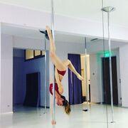 Η κόρη της Ελπίδας κάνει… pole dancing