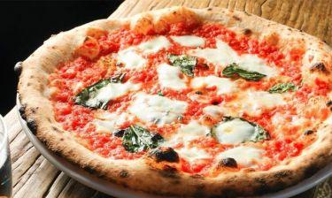 Ιταλία: Ζητούν να μπει η πίτσα Ναπολιτάνα στον κατάλογο της UNESCO