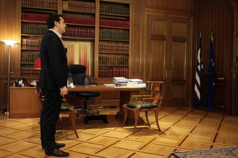 Ψάχνει «δεκανίκια» σε Φώφη και Λεβέντη για να μείνει στην εξουσία ο Τσίπρας