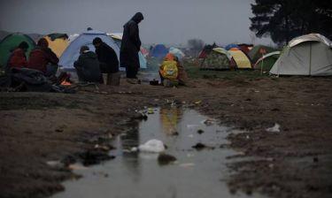 Ειδομένη: Αυτή είναι η πιο συγκλονιστική φωτογραφία προσφυγόπουλου που θα δείτε (photo)