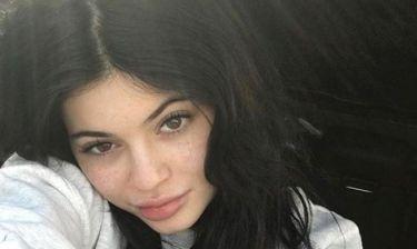 Θέλει να μας πει κάτι; Η Kylie Jenner φούντωσε τις φήμες περί εγκυμοσύνης