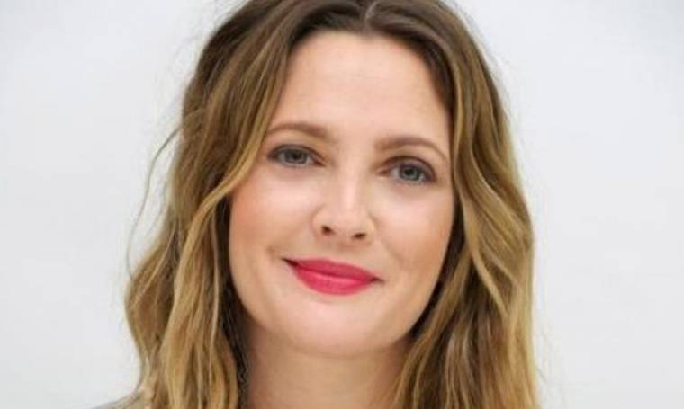 Drew Barrymore: Ο απίστευτος λόγος που κοιμάται με eyeliner στα μάτια της!