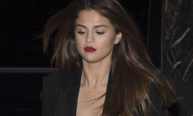 To σέξι φόρεμα της Selena Gomez, το ανύπαρκτο εσώρουχο και οι καυτές αποκαλύψεις!