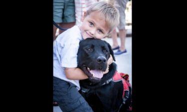 Ο σκύλος-φύλακας του 7χρονου που πάσχει από διαβήτη