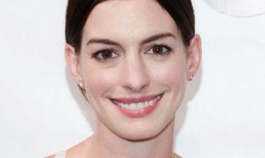Anne Hathaway: Ρομαντική βόλτα με τον σύζυγο της λίγο πριν τον τοκετό