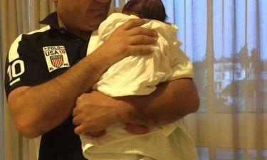 Γνωστή Ελληνίδα παρουσιάστρια ειδήσεων γέννησε – Δείτε την πρώτη φωτογραφία της νεογέννητης!