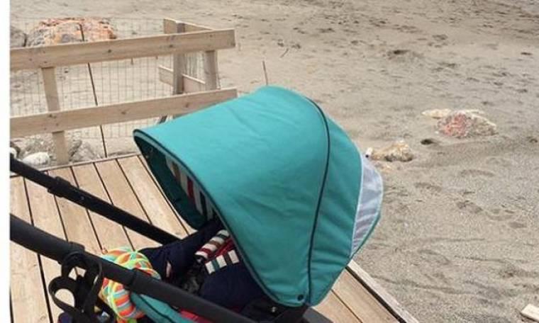 Έκανε βόλτες με τον έξι μηνών  μωρό της σε παραλία της Καλαμάτας