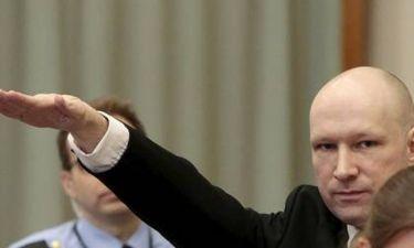 Ναζιστικός χαιρετισμός από τον Μπρέιβικ στο δικαστήριο