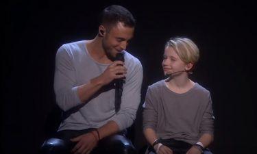 Ο νικητής της Eurovision ερμήνευσε το «Heroes» με ένα μικρό παιδί στην σκηνή