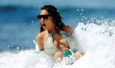 Το πιο καυτό ατύχημα σε παραλία (photos)