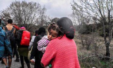 Συγκλονίζουν οι πρόσφυγες που επέστρεψαν από τα Σκόπια: «Όταν έκλαιγε ένα μωρό χτυπούσαν τη μητέρα»