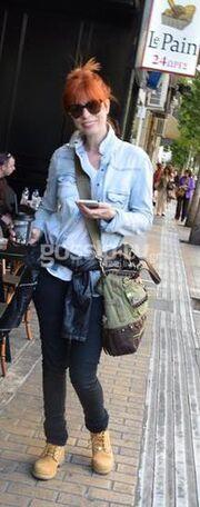 Η Άντζυ Ανδριτσοπούλου στο Κολωνάκι με νέο look