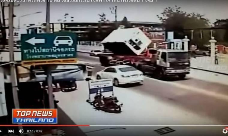 Προσοχή - Πολύ σκληρό βίντεο: Εργάτης σε γερανό εκσφενδονίζεται στον αέρα