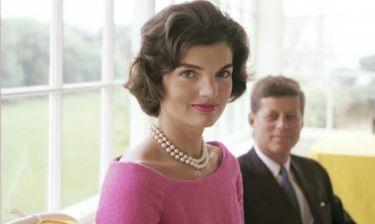 Σχεδόν δίδυμες: Η εγγονή της Jackie Kennedy είναι ολόιδια με εκείνη!