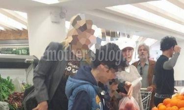 Αποκλειστικό: Γνωστή Ελληνίδα παρουσιάστρια στο σούπερ μάρκετ μαζί με τα παιδιά της (φωτό)