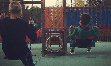 Φαίη Σκορδά: Παιχνίδια με τον γιο της στην παιδική χαρά (φωτό)
