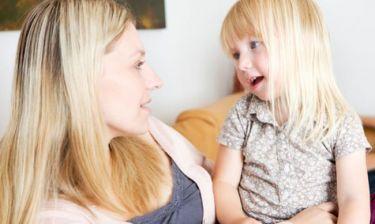 «Το παιδί μου δεν μιλάει καθαρά!»- Δείτε ποια φωνήματα πρέπει να αρθρώνει και σε ποια ηλικία