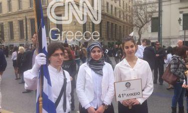 Παρέλαση 25ης Μαρτίου: Έκλεψε την παράσταση η μαθήτρια με τη μαντήλα
