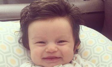 Αυτό το μωρό έγινε viral γιατί έχει πολλά μαλλιά